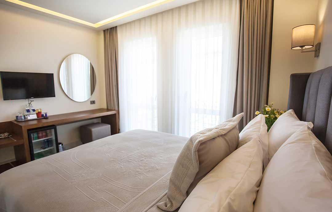 casaluna-hotel-alacati-fransiz-balkon-1