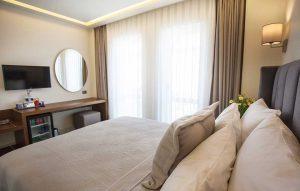 casluna-hotel-alacati-fransiz-balkon-son-resim
